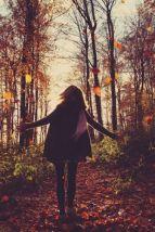 mujer-hojas